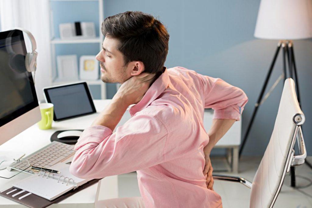 10 trucos para prevenir el dolor de espalda en la oficina